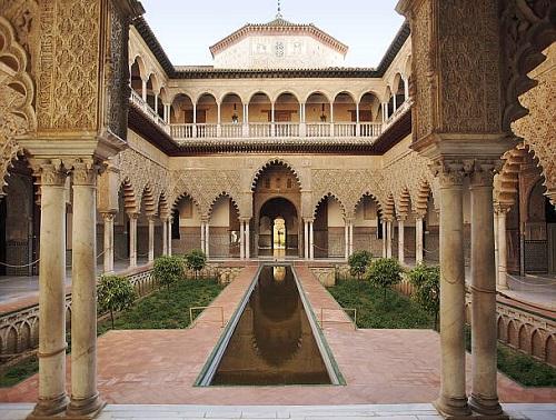 Sevilla tiene un color especial y sus casas también