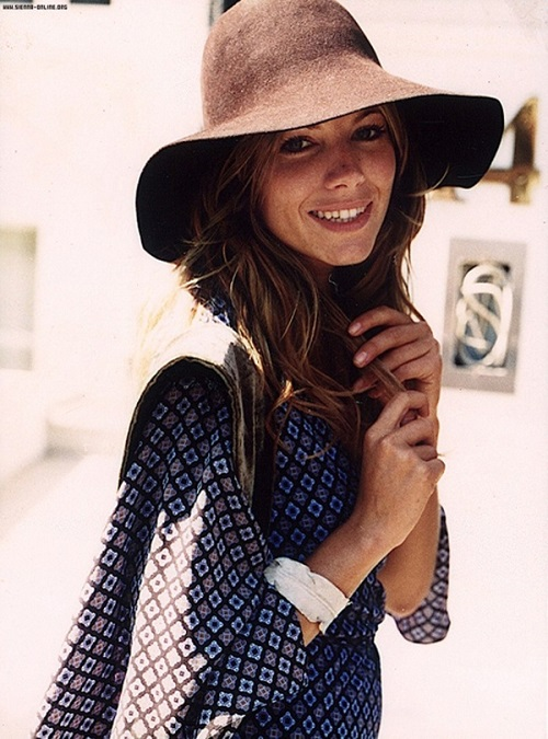 Sienna Miller con sombreros 02
