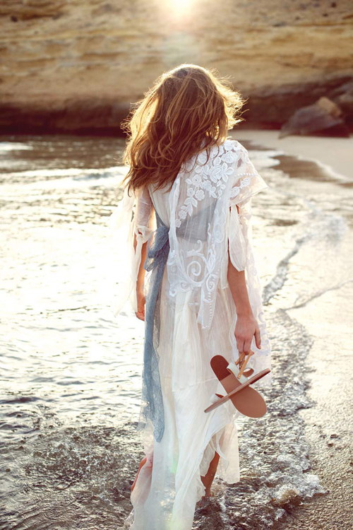 Vestido azul cielo en la playa