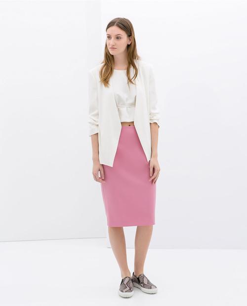 falda midi en rosa