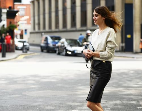 bloguera-alexa-chung falda negra