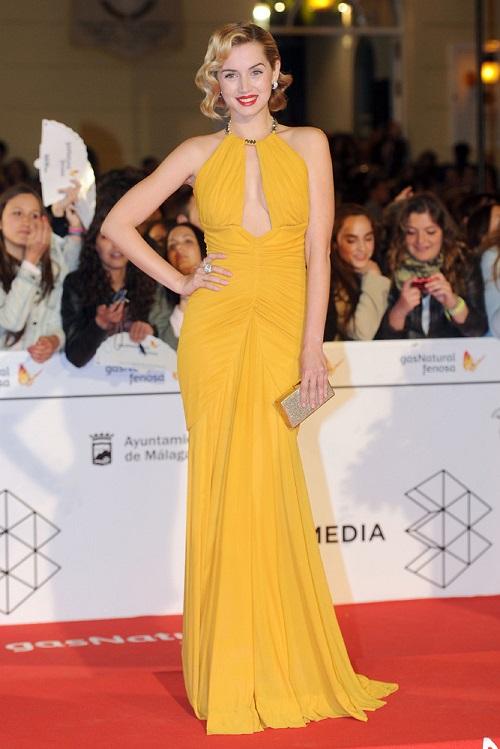 Ana de Armas con vestido amarillo
