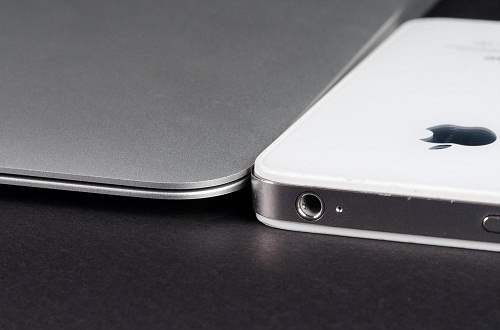 MacBook Air - comparación de grosor con iPhone