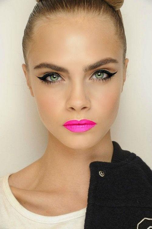 cara delevingne labios rosa neon