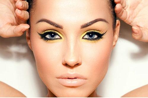 maquillaje neon para los ojos