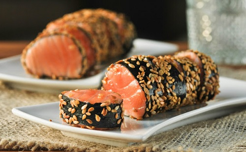 Rollitos de salmón y sésamo