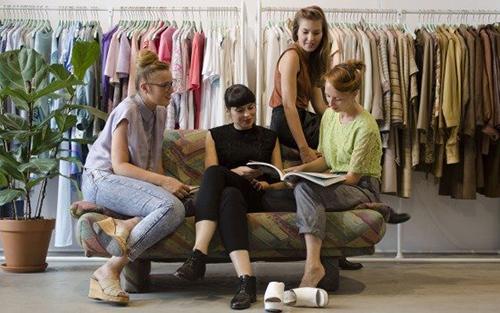 fashion libraries bibliotecas de moda prestamos ropa accesorios
