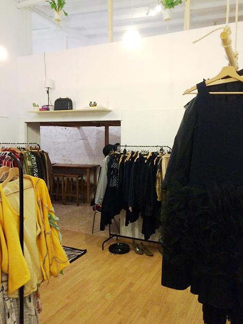 ropateca barcelona biblioteca de moda fashion library ropa accesorios