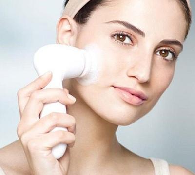 Todo lo que hay que saber sobre los cepillos de limpieza facial