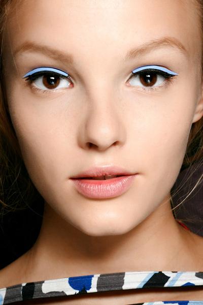 eyeliner neon maquillaje fluor primavera 2015