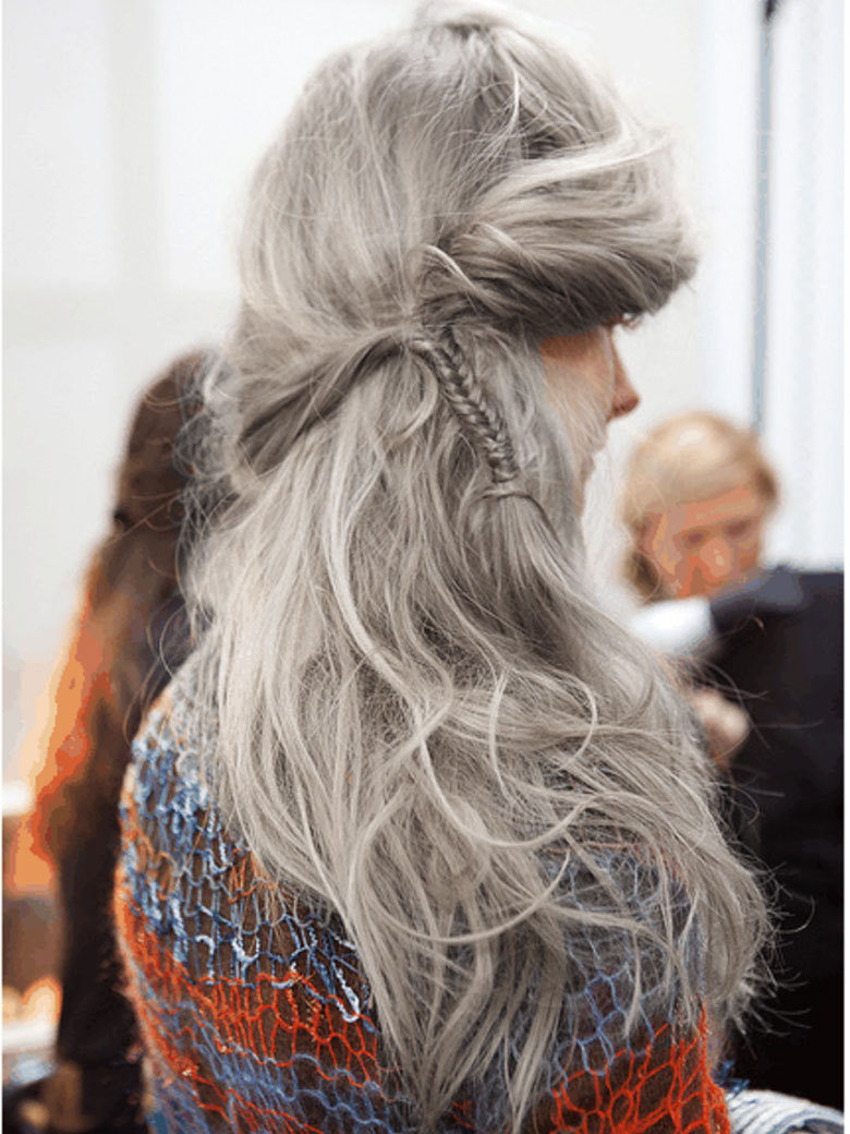 granny hair cabello tendencia tinte color gris