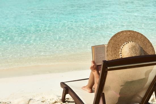 leer en la playa recomendaciones libros novelas literatura verano