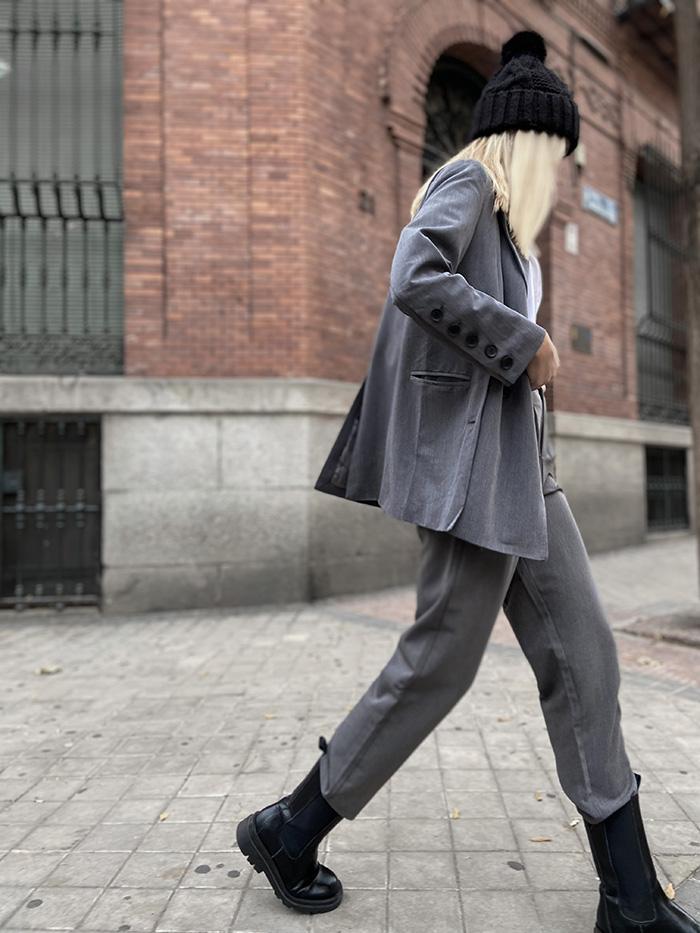 traje actual oficina gris